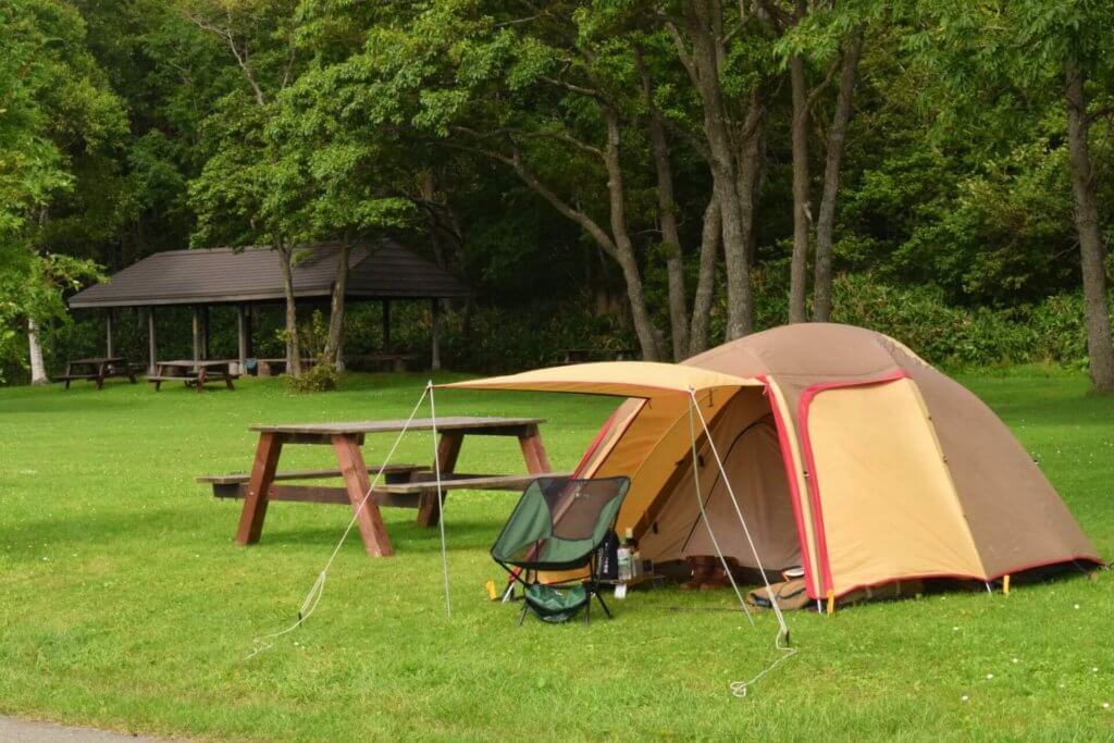 キャンプの必需品:テント