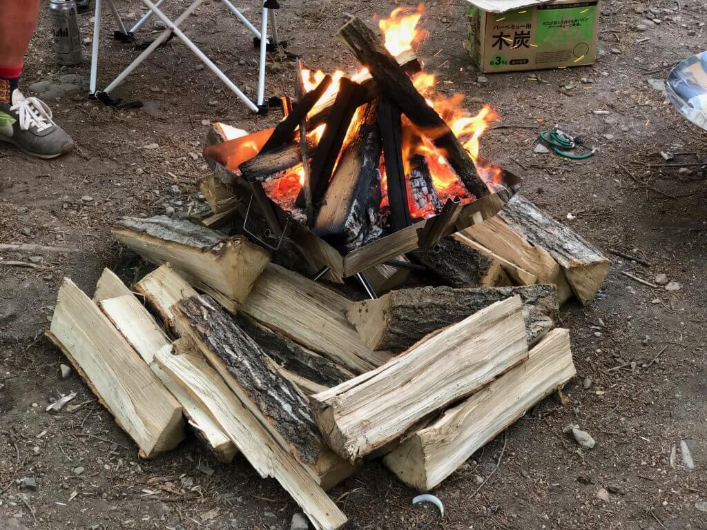 薪の組み方(合掌型・閉じ傘型)