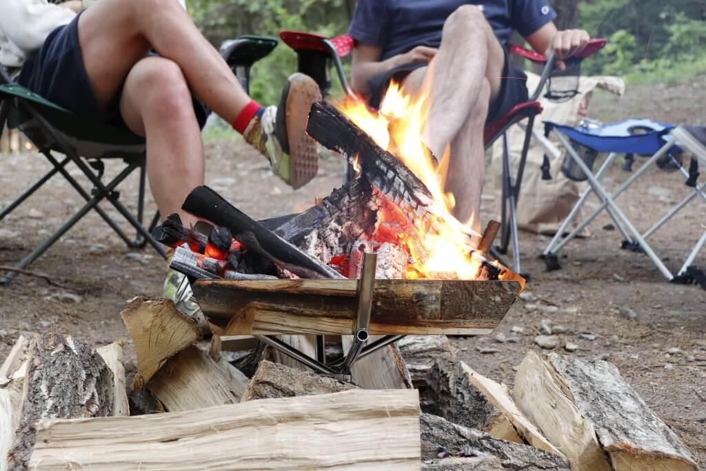 薪の種類を選んで楽しいキャンプファイヤーをしよう