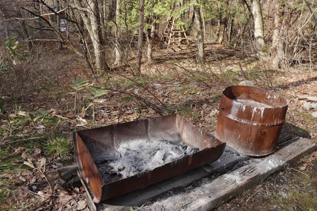 【桐の木平キャンプ場】炭の処理場