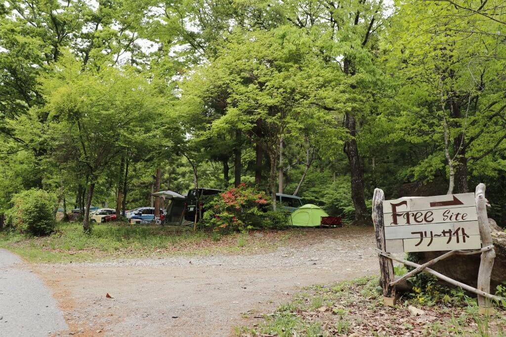 キャンプ場では手前がフリーサイト