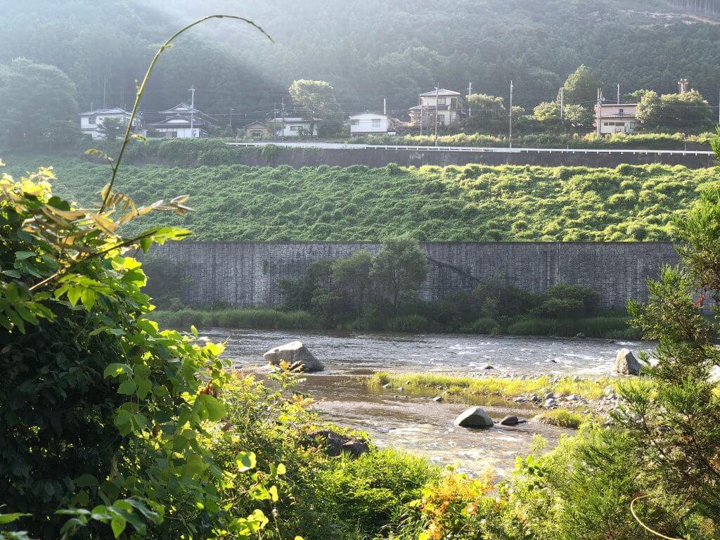 鬼怒川温泉オートキャンプ場沿いの鬼怒川