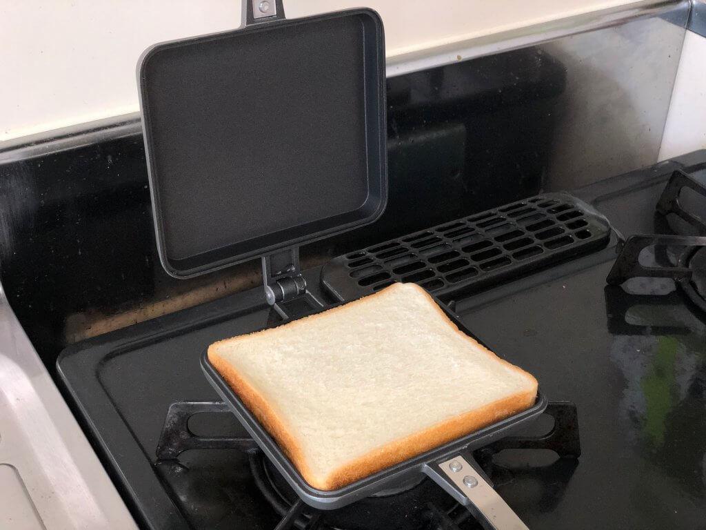 食パンを挟む前