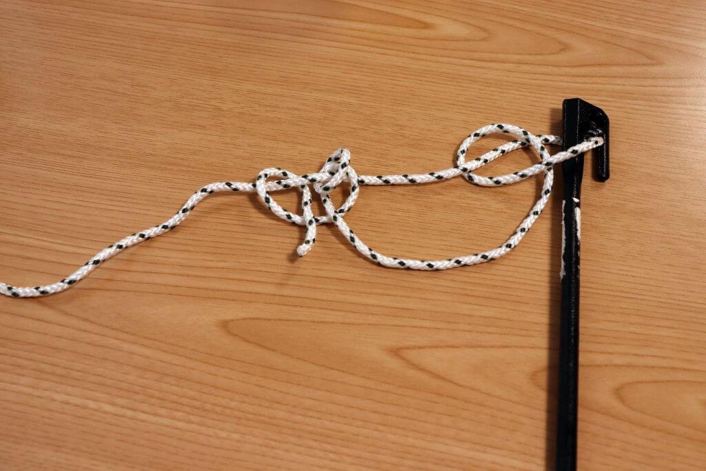 最後に作った輪っかにロープの先端をくぐらせたら完成間近!