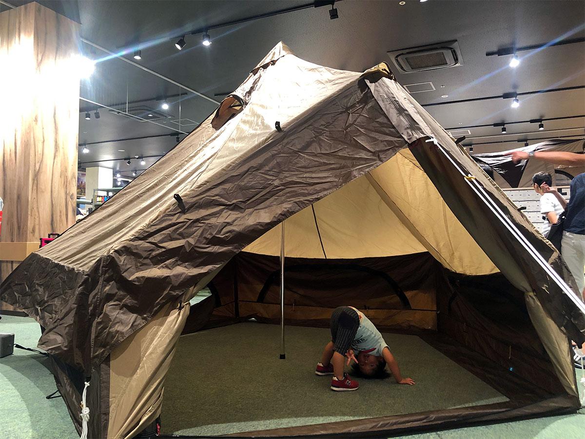 テント設営を実演&体験