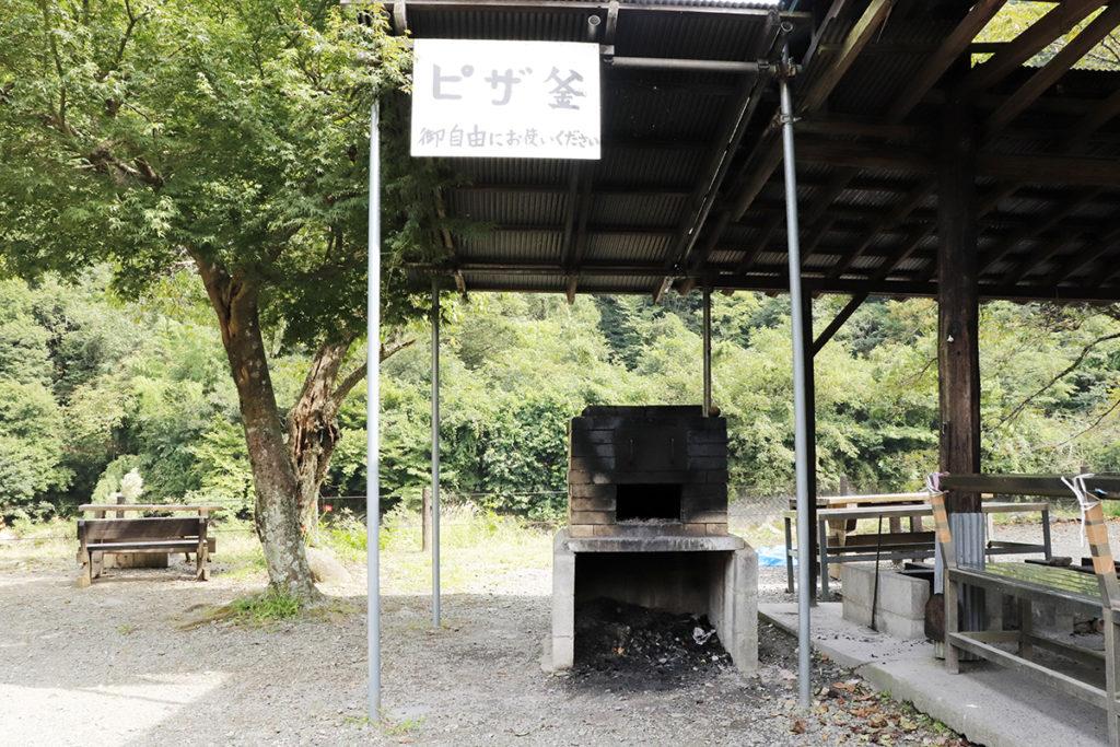 青根キャンプ場では無料でピザ釜が利用可能