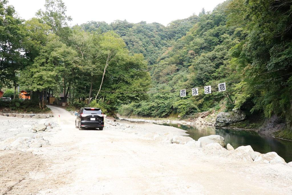 青根キャンプ場:フリーサイトへ行く途中