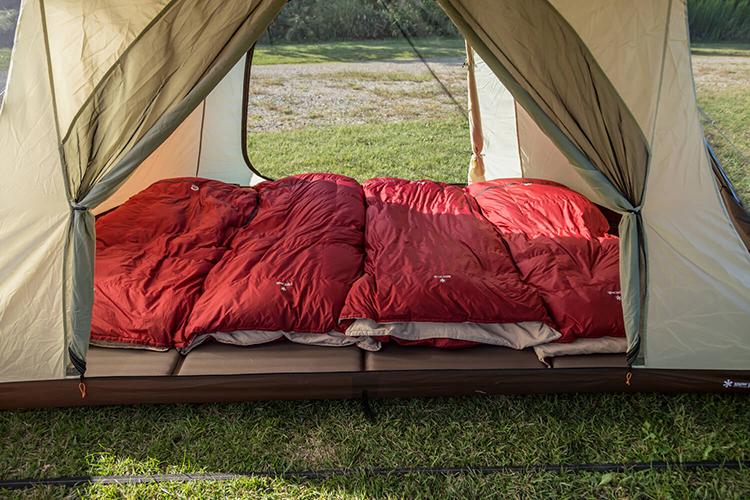 大きい寝袋でも平気なランドロックの寝室