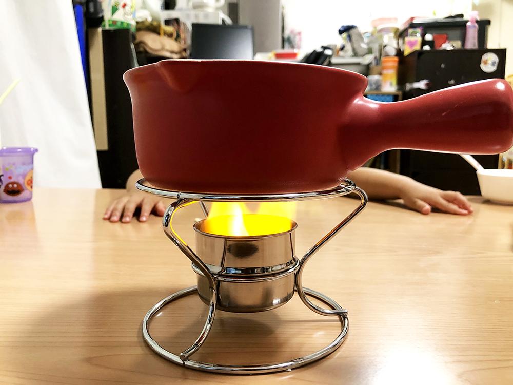 【チーズフォンデュ】鍋を熱しましょう