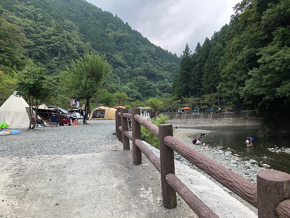 神之川キャンプ場の区画サイト