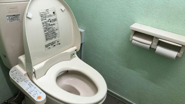 神之川キャンプ場のトイレは温水便座