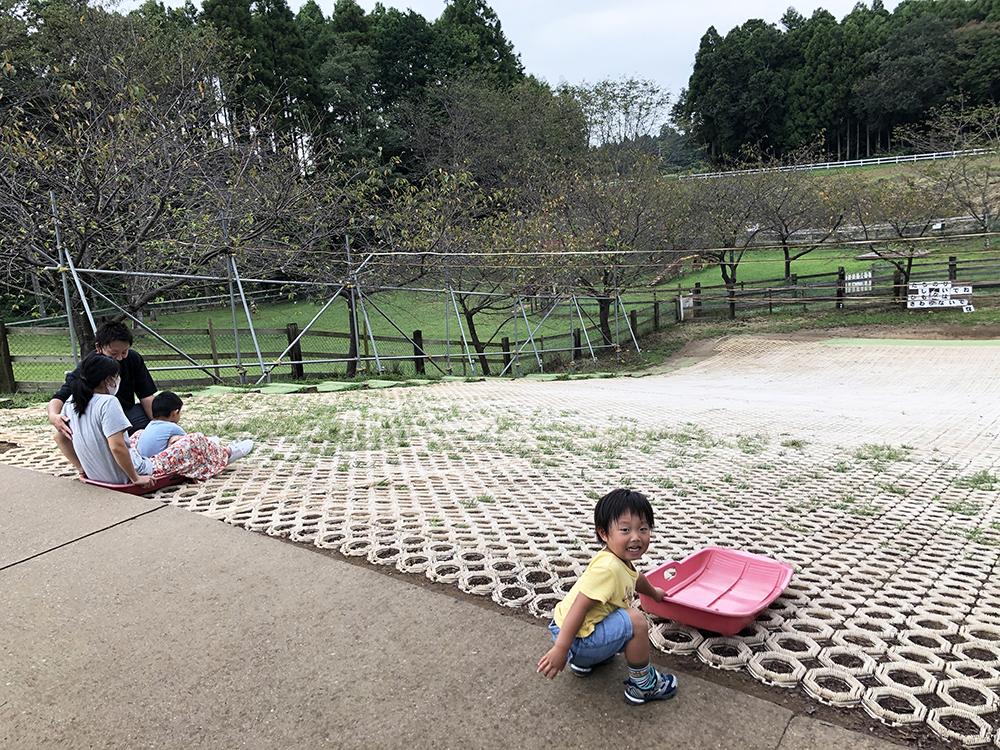 幼稚園児が喜ぶ芝ソリのエリア
