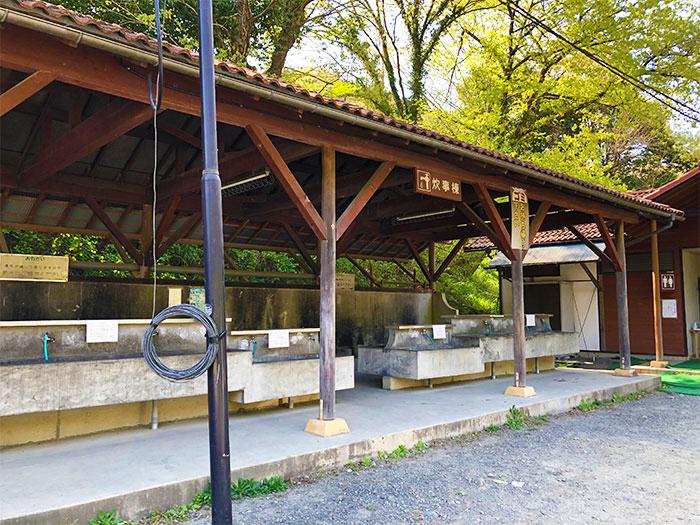 青野原オートキャンプ場Cサイト近くの炊事場