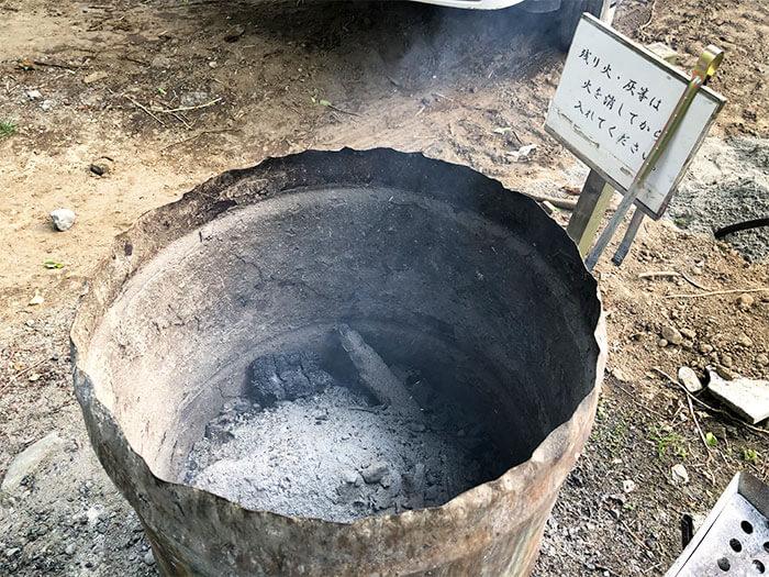 青野原オートキャンプ場内の炭処理場