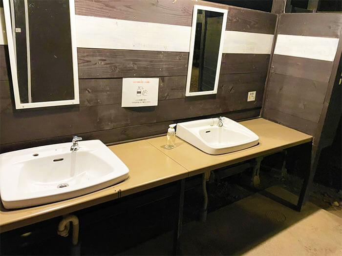 女性トイレの洗面所